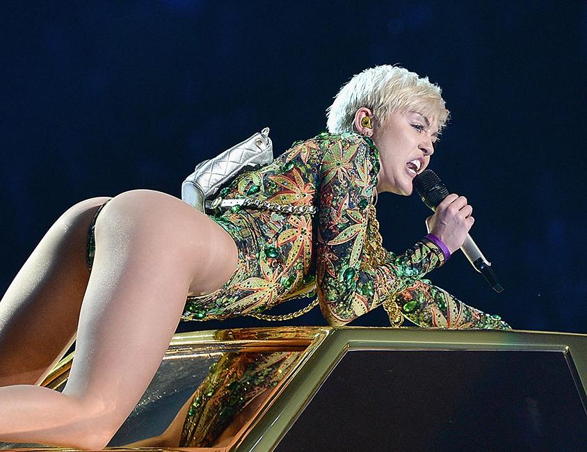 Miley Cyrus boobs Pornostjerne top 10