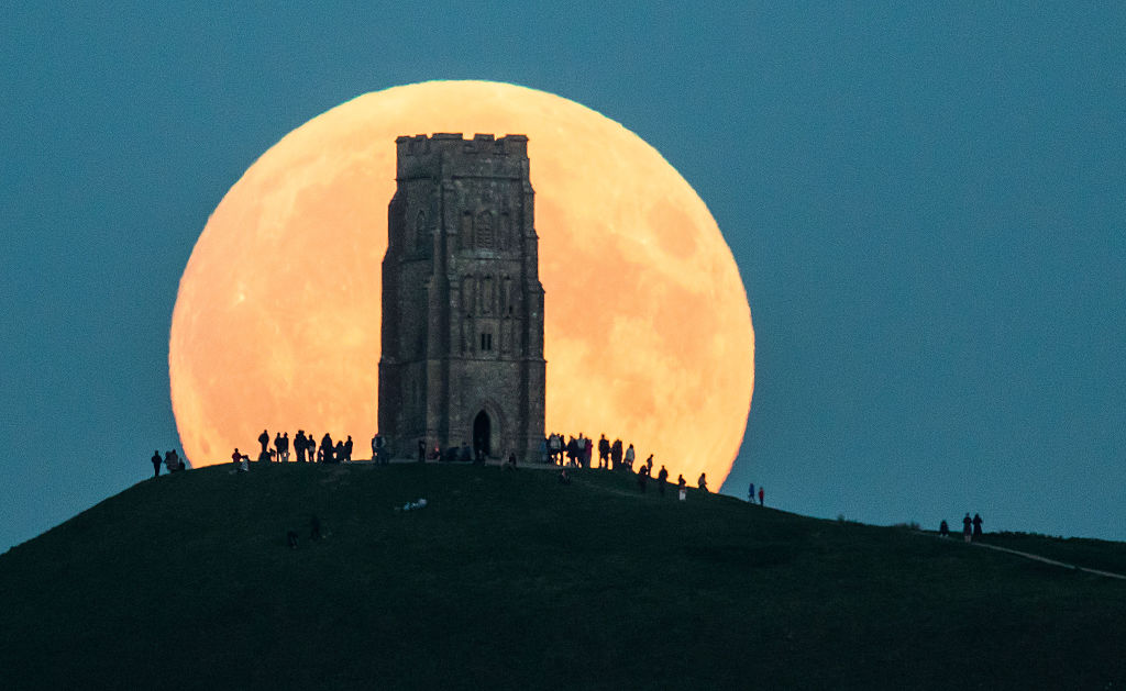 A Total Lunar Eclipse Spawns Blood Supermoon
