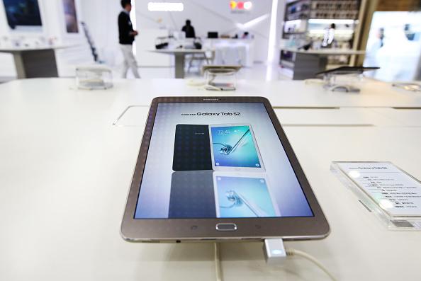 Samsung Will Unveil Unknown Device, Sends Invitations