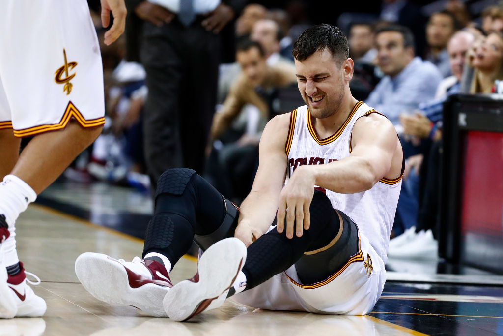 Cavaliers' Andrew Bogut done for season with broken leg