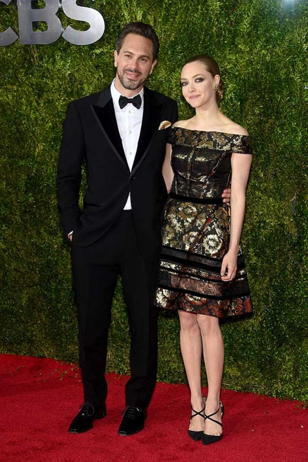 Actors Thomas Sadoski (L) and Amanda Seyfried attend the 2015 Tony Awards at Radio City Music Hall on June 7, 2015 in New York City.