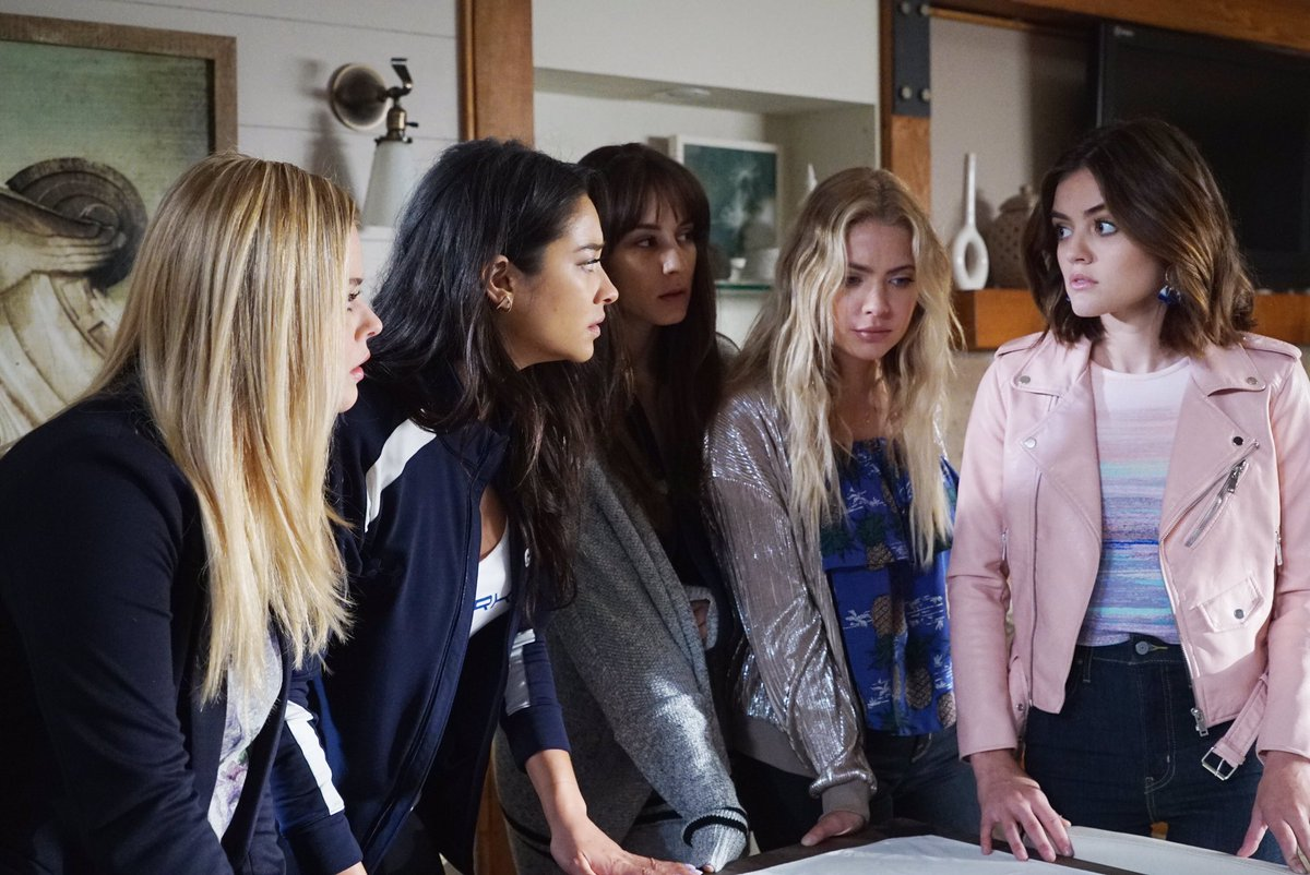Pretty Little Liars official photo
