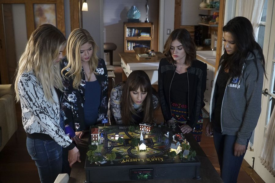 'Pretty Little Liars' fans are freaking out over the latest