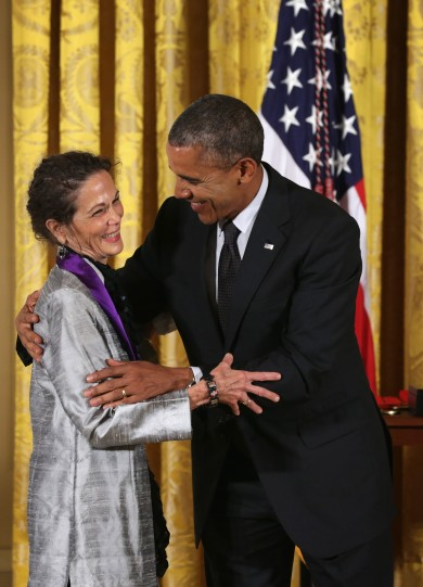 Julia Alvarez recieves her National Medal of Arts