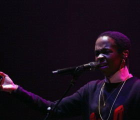 Singer Lauryn Hill comeback gets off to rocky start in London