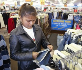 19.3 Million Latina Shoppers Command Bulk of $1 Trillion in Latino Buying Power