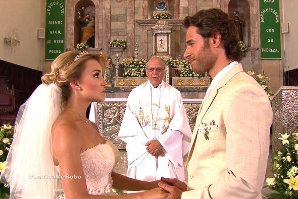 Angelique Boyer & Sebastián Rulli Relationship Rumors: Boyer ...