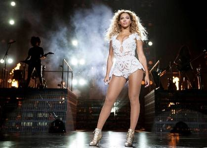 Beyonce performing in New Zealand