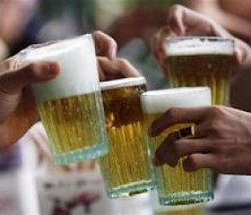 Study links heavy alcohol consumption with memory loss.