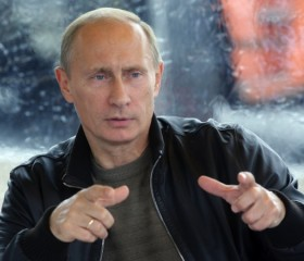 Putin Promised Chávez Support in Case of War with Colombia, Book Claims
