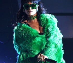 Rihanna-Most-Digital-Singles-Record