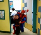 Doctor in Guadalajara dresses up like Spiderman for kids with cancer.