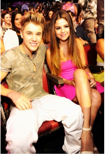 Singer Justin Bieber and actress/singer Selena Gomez attend the 2012 Teen Choice Awards at Gibson Amphitheatre on July 22, 2012 in Universal City, California.