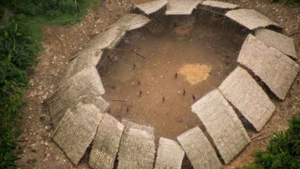 Incredible photos offer first glimpse of uncontacted Amazon tribe